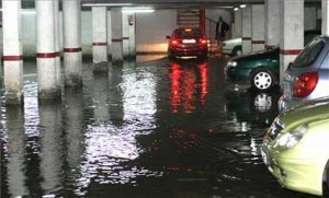 limpiar un garaje inundado